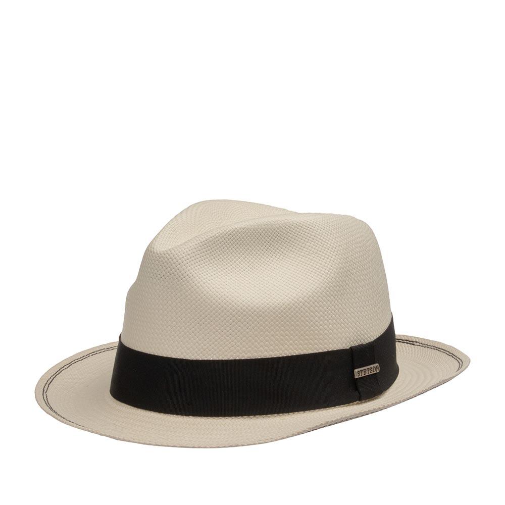 Шляпа федора STETSONШляпы<br>FEDORA PANAMA - ультра стильная летняя федора от Stetson, сплетённая вручную из 100% натуральной соломы в Эквадоре, о чём свидетельствует фирменная печать местных мастеров плетения на внутренней стороне тульи. Шляпу усовершенствовали, укрепив защип короны и пришив ленту к внутренней части шляпы для максимально комфортной посадки на голову. Снаружи тулью украшает черная лента, на которой прикреплён логотип бренда Stetson. Головной убор лёгкий, прочный, хорошо держит форму, небольшие поля можно поднять, как вверх, так и опустить их вниз. Высота тульи - 8,5 см, ширина полей - 5 см.
