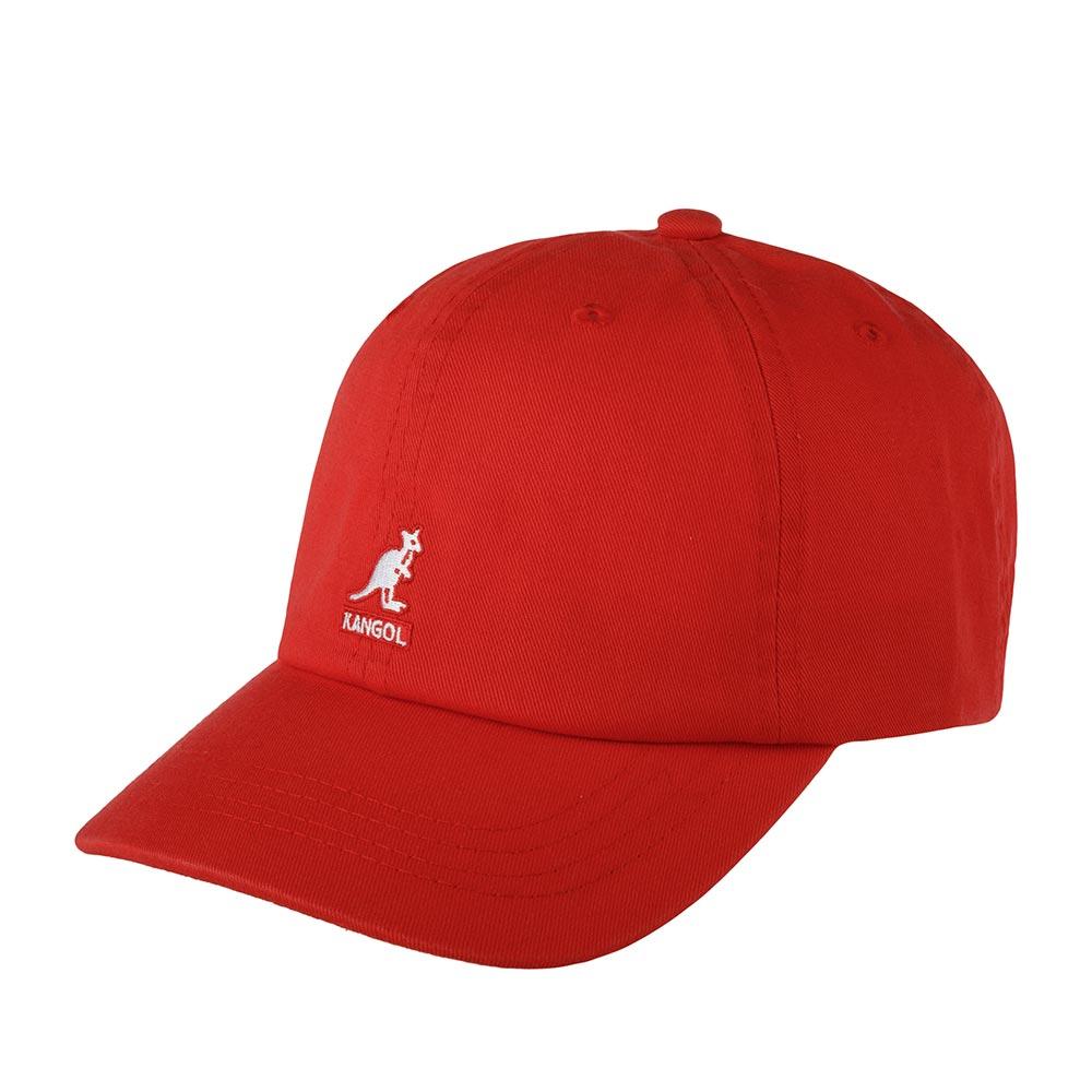 Бейсболка KANGOLБейсболки<br>Washed Baseball - классическая бейсболка от бренда KANGOL. Изготовлена из 100% хлопка. Благодаря свойствам материала, в этой бейсболке будет комфортно и при солнечной, и при пасмурной погоде. Люверсы расположены по окружности бейсболки для дополнительной вентиляции. На передней панели контрастный логотип Kangol. Легко подогнать бейсболку под размер головы поможет коричневый кожаный ремешок с металлической пряжкой, расположенный сзади. Длина козырька - 6,5 см, глубина бейсболки - 11 см.