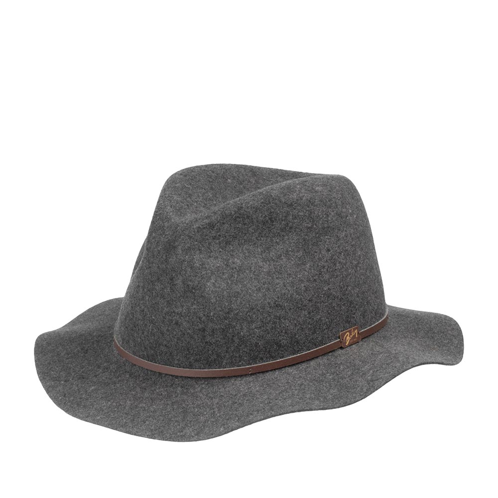 Шляпа федора BAILEYШляпы<br>Jackman - элегантная супер лёгкая шляпа сложного серого цвета, весящая всего 110 грамм, выполненная из фетра самого высокого качества для удовлетворения желаний современного путешественника. Эта модель имеет свободную форму и легко складывается трубочкой, чтобы уместиться в вашем кармане или дорожной сумке. При этом она совершенно не теряет своих свойств и отлично держит форму, когда вы расправите её в следующий раз. Чем чаще вы носите и трогаете вашу шляпу, тем лучше она становится, раз за разом приобретая свой индивидуальный характер. Обрезка полей и тонкая кожаная лента вокруг тульи поддерживают её лёгкий и независимый стиль. Отлично подойдёт к любому гардеробу и будет уместна в любой обстановке. В комплекте к ней идёт небольшой мешочек с завязками, в который можно поместить свёрнутую шляпу. Сделана в США.