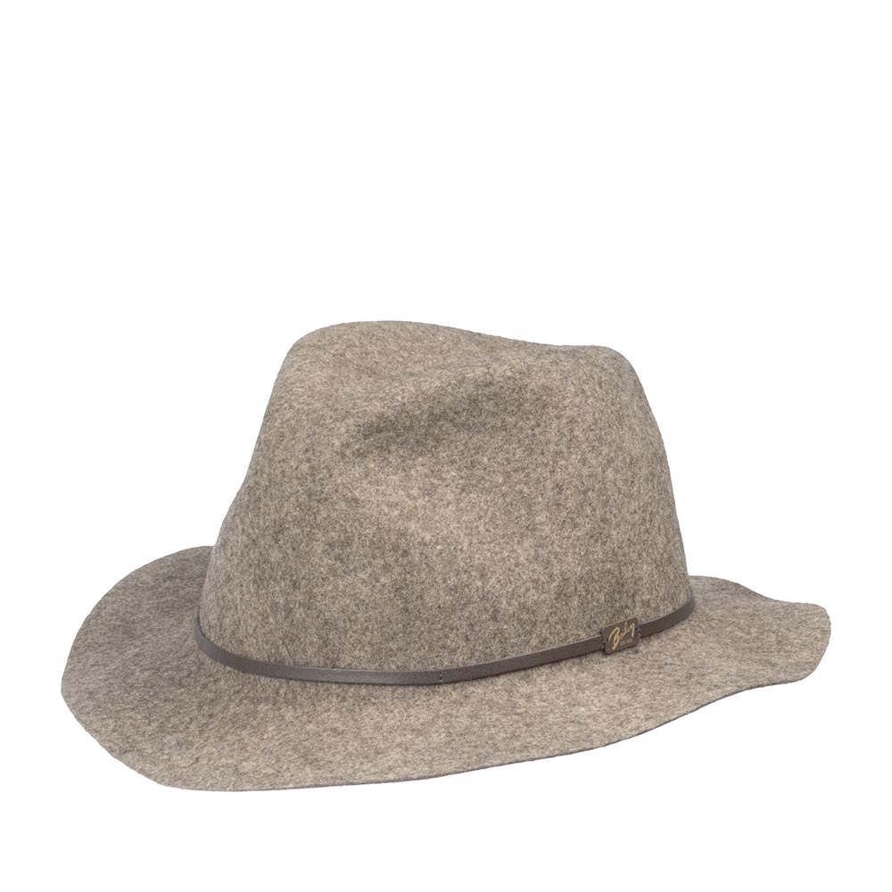 Шляпа федора BAILEYШляпы<br>Jackman - элегантная супер лёгкая шляпа светло-серого цвета, весящая всего 110 грамм, выполненная из фетра самого высокого качества для удовлетворения желаний современного путешественника. Эта модель имеет свободную форму и легко складывается трубочкой, чтобы уместиться в вашем кармане или дорожной сумке. При этом она совершенно не теряет своих свойств и отлично держит форму, когда вы расправите её в следующий раз. Чем чаще вы носите и трогаете вашу шляпу, тем лучше она становится, раз за разом приобретая свой индивидуальный характер. Обрезка полей и тонкая кожаная лента вокруг тульи поддерживают её лёгкий и независимый стиль. Отлично подойдёт к любому гардеробу и будет уместна в любой обстановке. В комплекте к ней идёт небольшой мешочек с завязками, в который можно поместить свёрнутую шляпу. Сделана в США.