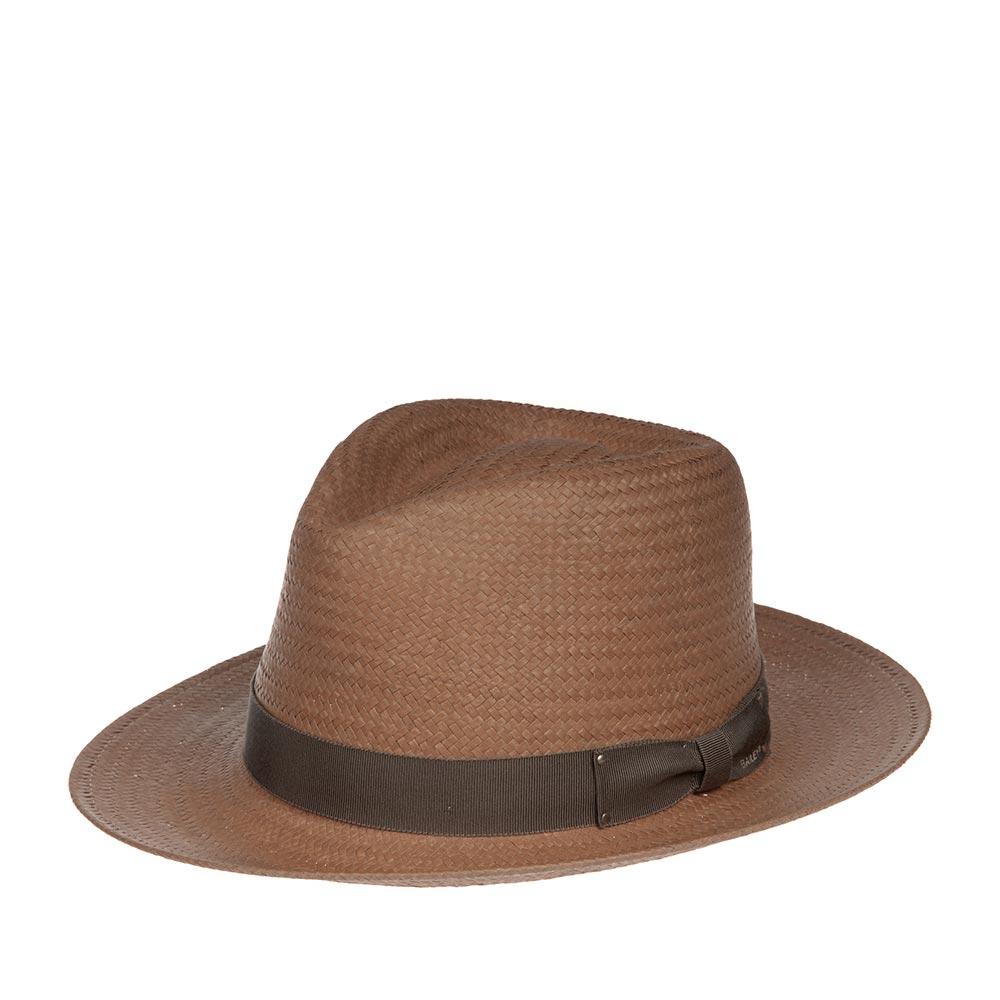 Шляпа федора BAILEYШляпы<br>Spencer - летняя шляпа из пропитанной бумаги от Bailey. Модель изготовлена в США по специальной технологии, с финишной отделкой LiteStraw, что делает шляпу прочной, гибкой и водоотталкивающей. Классическая форма федоры подойдёт практически под каждый гардероб и сядет на любую форму лица, а светлый, кремовый цвет шляпы подчеркнёт летнюю лёгкость и расслабленность в образе. Материал головного убора достаточно пластичный, за счёт чего он хорошо садится на голову и вентилируется. Поля можно полностью опустить вниз, либо поднять наверх, они обеспечат защиту от солнца в жаркие летние дни. Корона шляпы сделана в форме капли, тулья украшена лентой с простым бантом, на котором прикреплён логотип бренда Bailey. Внутри пришита лента для комфортной посадки на голову. Высота тульи в видимой части - 11 см, ширина боковых полей - 6 см, ширина переднего/заднего поля - 6,5 см.