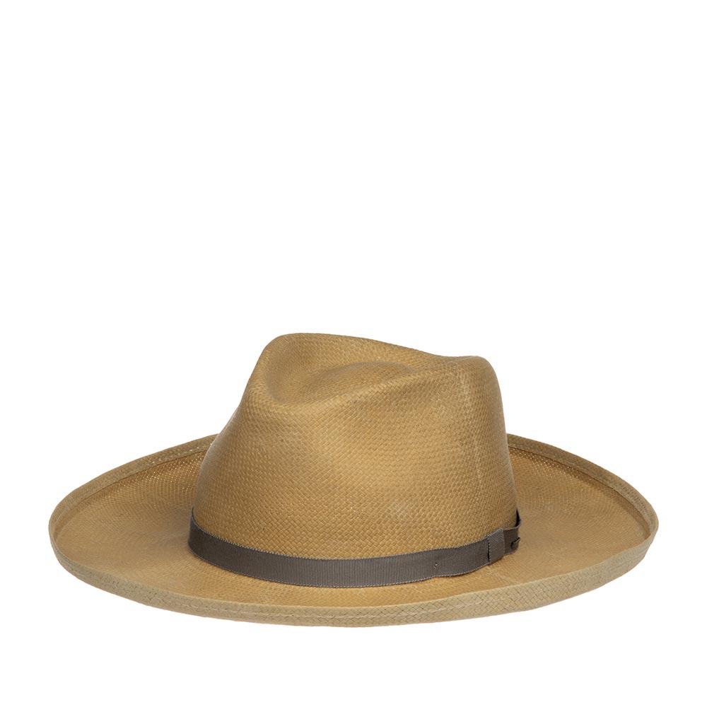 Шляпа ковбойская BAILEYШляпы<br>Fernley - уникальная шляпа, изготовленная в США из шантунга, с применением технологии Lite Straw, которая делает шляпу прочной, гибкой и водоотталкивающей. При попадании влаги на шляпу специальная пропитка абсорбирует её, не давая соприкасаться с кожей, а при снятии головного убора - быстро её испаряет. Fernley несёт идею вестерн наследия. Матовый финиш материала, потёртости на поверхности, прямые поля, резко вздёрнутые вверх по краям придают модели уникальность, винтажность и западный акцент, который вкладывали в головной убор дизайнеры. Цвет поверхности аксессуара, из-за природы тонких волокон шантунга, может меняться с течением времени, это придаёт ему характер и шарм. Тулья модели украшена лаконичным съёмным пером и тонкой репсовой лентой светло-серого цвета, с перетяжкой, на которой прикреплён маленький логотип бренда Bailey, в виде скобки из матового металла. Внутри пришита мягкая лента, для комфортной посадки на голову. Высота тульи в видимой части - 11 см, ширина полей от тульи до сгиба - 8 см.