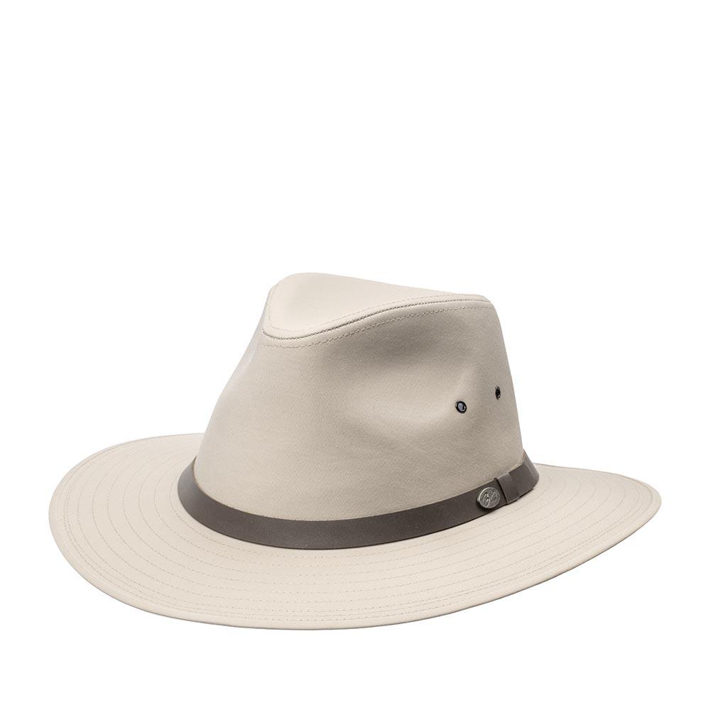 Шляпа федора BAILEYШляпы<br>DALTON - практичная федора от BAILEY, изготовленная из высококачественного материалa, который обработан водоотталкивающей пропиткой. Эта модель прекрасно подходит для бывалых охотников и для людей ведущих активный образ жизни. На тулье по бокам сделаны дополнительные отверстия для вентиляции. DALTON украшает лента из кожи с фирменным значком BAILEY. Внутри пришита мягкая подкладка и лента по окружности для комфортной посадки по голове. Высота тульи - 9 см. Ширина полей - 7 см.