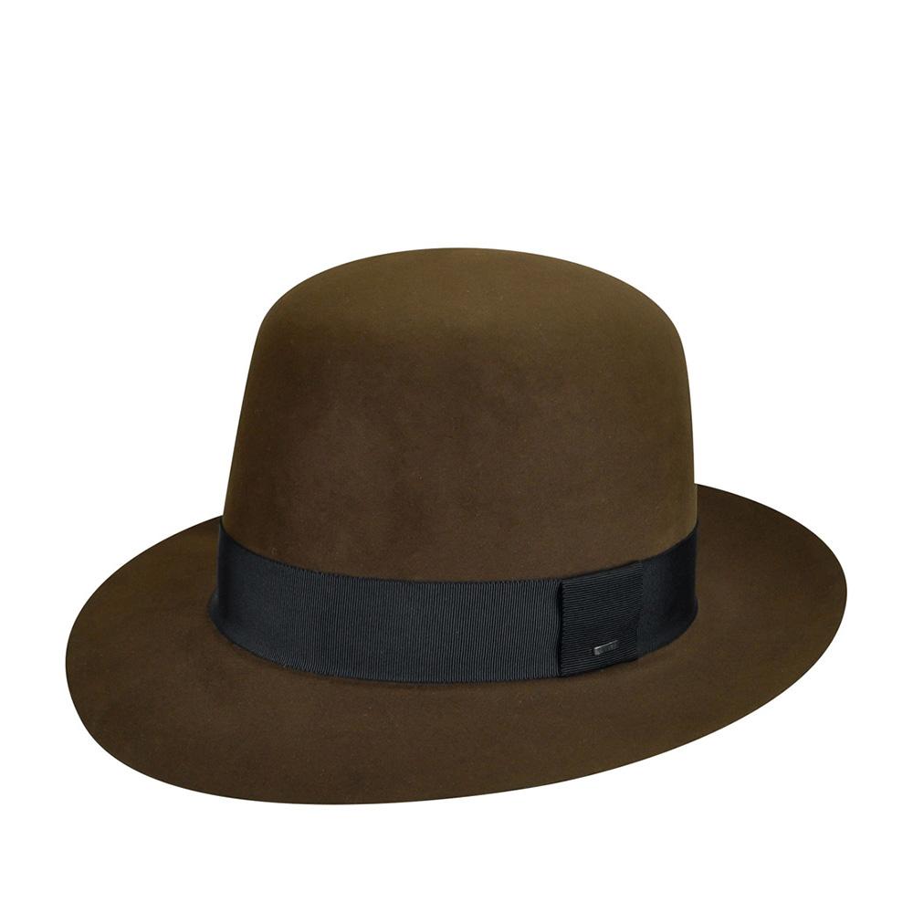 Шляпа федора BAILEYШляпы<br>Delin - шляпа, сделанная в США из материала высочайшего качества - пуха кролика и бобра премиум класса. Этот головной убор не похож ни на один из известных Вам ранее! Лучшие в мире технологии валяния велюра были использованы для создания лёгкого, функционального головного убора. Неотстроченный край поля - высокий показатель качества материала. Специальная куполообразная тулья шляпы quot;open crownquot; предоставляет Вам возможность придать ей желаемую форму самостоятельно. Мягкий велюр легко поддаётся корректировке и держит форму, превращаясь не только в головной убор высочайшего качества, но и в индивидульный аксессуар. Шляпа смотрится лучше всего непосредственно при ношении. Внутри головного убора пришита лента по окружности, для удобной посадки на голову и атласная подкладка с изображением лампочки. Украшена модель лаконичной лентой чёрного цвета. Сбоку шляпа отмечена маленькой матовой черной скобкой с логотипом Bailey. Высота тульи в неоткорректированном виде - 15 см, ширина полей - 6,2 см.