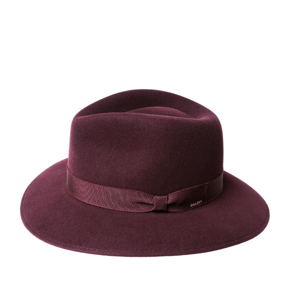 Шляпа федора BAILEYШляпы<br>Ammon - шикарная федора, изготовленная в США мастерами шляпного дела Bailey! Технологи воплотили в этой шляпе все свои знания по обработке тонкорунной шерсти, чтобы получить лёгкий и невероятно мягкий головной убор, поверхность которого будет гладкой и приятной на ощупь, как кашемир. Модель хорошо держит форму, при этом головной убор довольно пластичен, поля отлично гнутся вверх и вниз, Вы легко сможете придать им желаемое направление. Каплевидная форма тульи способствует максимально органичной и удобной посадке на голову. Спокойный серый цвет и классическая форма федоры отлично подойдут практически к любому образу. Шляпа украшена для контраста шелковистой лентой глубокого чёрного цвета с аккуратным бантом, на котором лазером выгравирован логотип Bailey. Высота тульи - 11,5 см, ширина полей спереди - 7,5 см, ширина полей сбоку - 6 см.