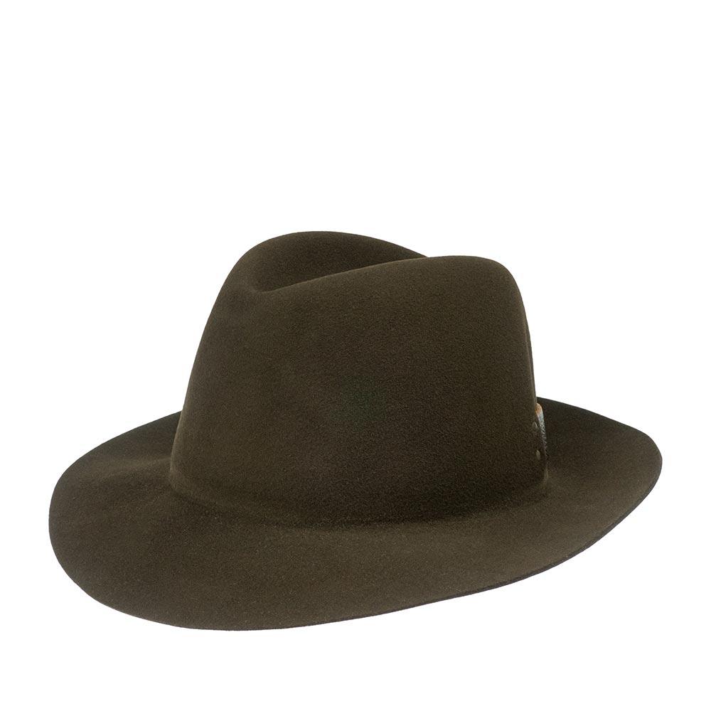 Шляпа федора BAILEYШляпы<br>Стильная фетровая шляпа федора. Изготовлена в США. Шляпа отлично держит форму. Имеет поля шириной 7 см, слегка приподнятые вверх. Головной убор украшает кожанная полулента в задней части тульи. Внутри пришита подкладка и мягкая лента по окружности, для удобной посадки на голову.