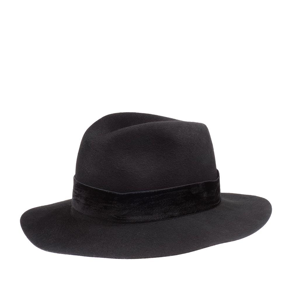 Шляпа федора BETMARШляпы<br>Шикарная фетровая шляпа федора глубокого чёрного цвета с широким полем и классической тульей, украшенной однотонной бархатистой лентой. Изысканный аксессуар для любого случая подчеркнёт вашу индивидуальность и чувство вкуса. Отлично подойдёт к пальто, тренчу или плащу.