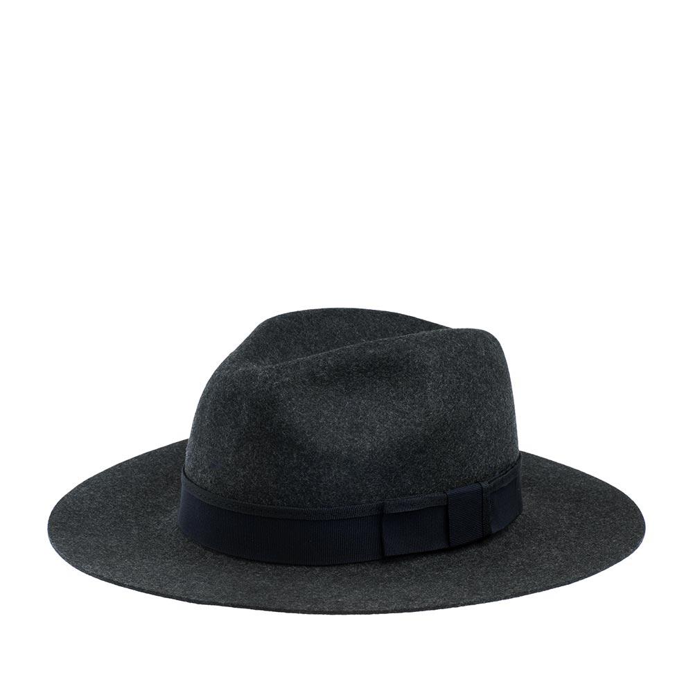 Шляпа федора CHRISTYSШляпы<br>Soho - ультрастильная федора от Christys. Шляпа изготовлена вручную, в Англии, из шерсти высочайшего качества, о чём свидетельствует обрезной неотстроченный край полей. Тонкий, лёгкий головной убор очень комфортно садится на голову и удобен при ношении. Аксессур хорошо держит форму, поля зафиксированы в положении слегка вверх, но их легко можно скорректировать по собственному желанию, изогнув переднее поле, или поля по кругу, вниз. Soho - головной убор, сшитый в лучших традициях изготовления шляп. Тулья лаконично украшена репсовой лентой контрастного цвета с бантом. Эта федора несёт дух туманной Великобритании, её исторически сложившуюся культуру каждодневного ношения головных уборов - снаружи дизайн максимально сдержан, а внутри Вы найдёте пришитую по окружности ленту из кожи, для удобной посадки на голову, и фирменную шелковистую подкладку ярко-красного цвета с логотипом производителя. На модель приятно смотреть даже когда Вы снимаете шляпу. Высота тульи - 11,5см, ширина полей - 7,8см