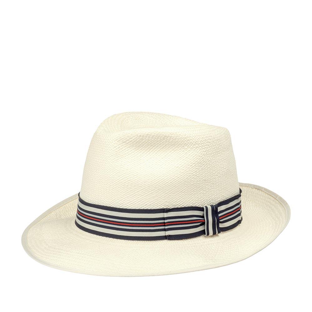 Шляпа федора CHRISTYSШляпы<br>CLASSIC PRESET - оригинальная панама от CHRISTYS, сплетенная вручную в Эквадоре из 100% соломы. Конечную форму ей придали на фабрике в графстве Оксфордшир. Аксессуар прекрасно защитит вас от палящего солнца и станет верным спутником в летнем отпуске. Тулью украшает оригинальная полосатая лента с бантом. Внутри по окружности пришита мягкая лента для комфортной посадки по голове. Поля зафиксированы в положении вверх, но их можно свободно регулировать по своему вкусу, создавай свой неповторимый образ. Их ширина - 7 см. Высота тульи - 10 см. Производство - Великобритания.