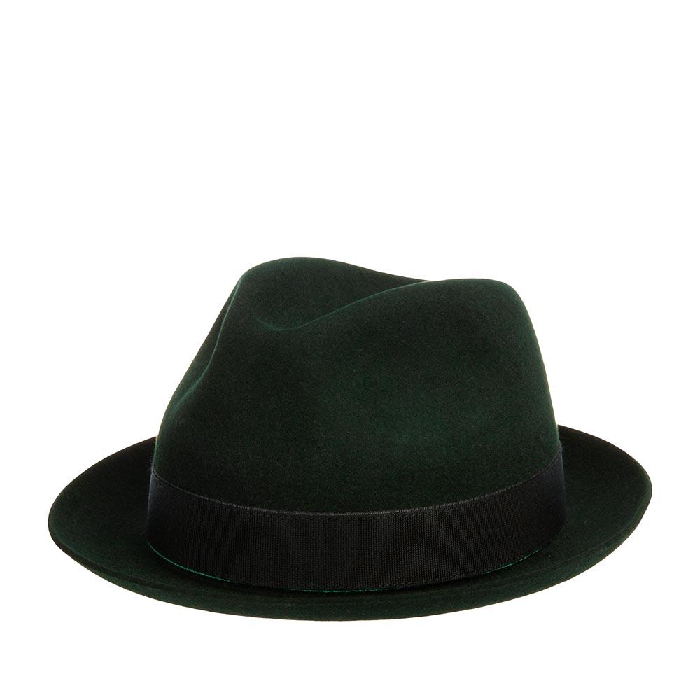 Шляпа федора CHRISTYSШляпы<br>THE HARRY - классический хобург от CHRISTYS, изготовлен вручную из пуха кролика. Это уникальный материал, который не деформируется, способен поглощать влагу из воздуха и отдавать ее обратно. Головной убор легкий, прекрасно садится по голове. Тулью украшает лаконичная черная лента. Внутри пришита ярко-красная подкладка, а по окружности лента из натуральной кожи для комфортной посадки по голове. Высота тульи - 1,5 см, ширина полей - 5 см. Производство - Великобритания.