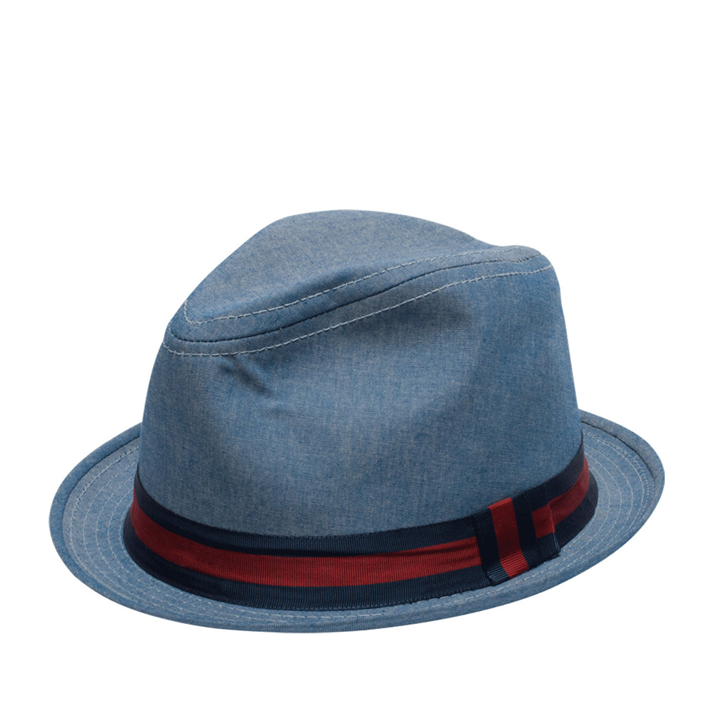 Шляпа трилби GOORIN BROTHERSШляпы<br>Goorin Bros. представляет ультрастильную шляпу трилби, изготовленную в США, из хлопка. Это идеально сформованный головной убор, который практически не ощущается на голове, аксессуар отлично держит фасон. Короткие поля изогнуты вверх. Лёгкая, quot;денимоваяquot; расцветка хорошо дополнит практически любой летний образ. Головной убор украшен яркой, контрастной, репсовой лентой с перетяжкой, которая обозначена маленьким логотипом Goorin Bros. Внутри шляпы пришита подкладка и лента по окружности для комфортной посадки на голову. Трилби выгодно подчеркнёт черты лица, за счёт невысокой А-образной тульи и коротких полей и добавит образу стильный штрих и каплю летней беззаботности! Высота тульи - 12 см, ширина полей - 3,2 см