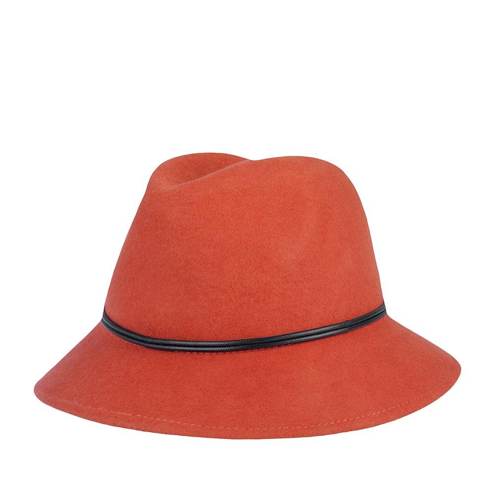 Шляпа федора GOORIN BROTHERSШляпы<br>Универсальная, очаровательная федора от Goorin Bros. Приглушённый, тёплый, оранжевый цвет позволит сочетать шляпу с максимальным количеством вещей в гардеробе. Плавные линии А-образной тульи и изогнутые вниз поля средней длины подойдут практически к любой форме овала и подчеркнут черты лица, поля также можно изгибать наверх, для создания открытого, доброжелательного образа. За счёт мягкости и пластичности тонкого фетра - шляпа хорошо садится на голову и, вместе с тем, отлично держит форму. Тулья украшена тонким двойным шнурком. Внутри пришита лента для комфортной посадки на голову. Наслаждайтесь яркой осенью вместе с этой федорой! Головной убор отлично подойдёт к пальто, тёплому меховому, или вязаному жилету, кардигану. Высота тульи - 12 см, ширина полей - 6 см.
