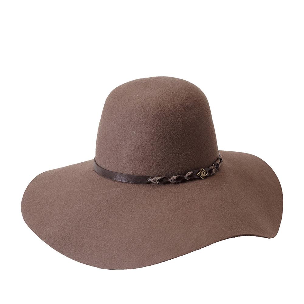 Шляпа с широкими полями GOORIN BROTHERSШляпы<br>Goorin Bros. представляет очаровательную, модную, широкополую шляпу флоппи. Эта модель однозначно станет Вашим любимым аксессуаром! Лёгкий, комфортный головной убор изготовлен из высококачественного тонкого фетра, о чём свидетельствует обрезной, неотстроченный край поля. Аксессуар отлично садится и удобен при ношении, практически не ощущается на голове. Внутри пришита лента по окружности для самой комфортной посадки. Тулья украшена тонким ремешком, который спереди отмечен логотипом Goorin Bros. Широкие поля спадают вниз в виде лёгкой волны, они отлично подойдут к любому овалу, подчеркнут черты лица. Эта стильная шляпа украсит и завершит Ваш образ, особенно хорошо модель смотрится с волосами романтично заплетёнными в небрежную косу, либо свободно спадающими. Сочетайте головной убор с узкими джинсами и вязаным кардиганом, брюками и блузкой, тренчем, пальто. Длина полей - 12,5 см.
